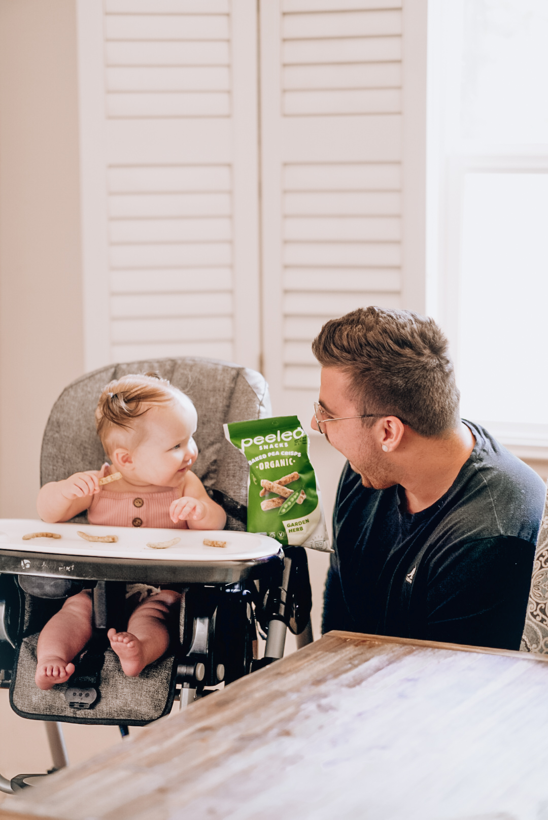 dad eating pea crisps with daughter